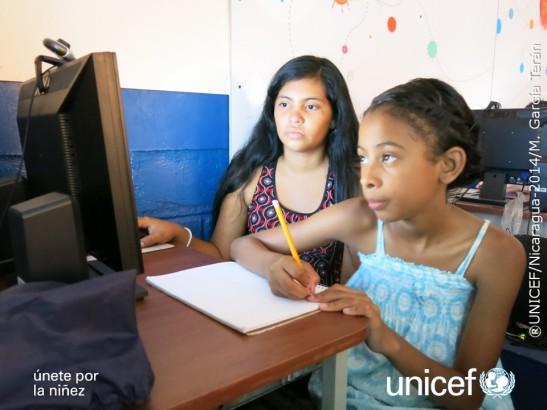 Chavalas de la Red de Adolescentes Comunicadores para la Prevención del Abuso Sexual a través de las TIC en la AFT de la escuela Rigoberto Cabezas en Bilwi, durante una formación. ©UNICEF Nicaragua /2014/M. García Terán