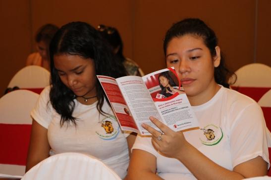 Adolescentes de Radio Chavala durante el evento